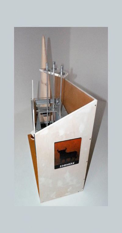 AFLITECADO B - 73x56x24 cm - Reciclaje y Ensamblado - Serie Sociedad Anónima - Proyecto S.O.S.tenible - 2013 - Gata de Gorgos.