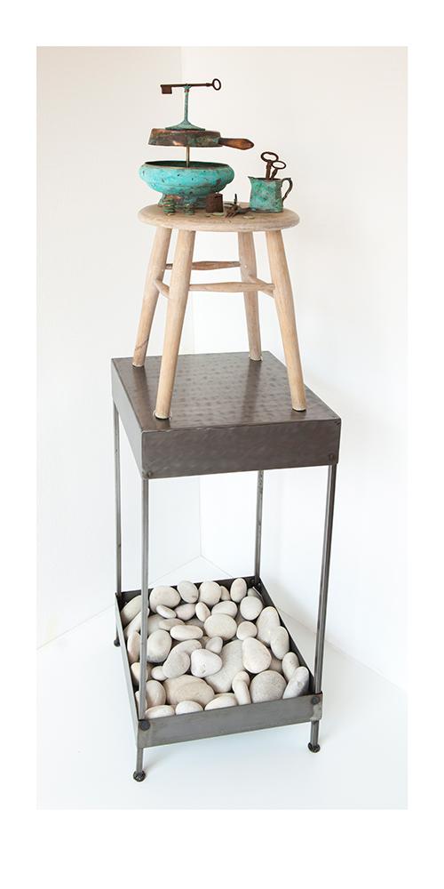 BODEGON C - 69x29x29 cm - Reciclaje y ensamblado - Serie Poemas Visuales - Proyecto S.O.S.tenible - 2017 - Gata de Gorgos.