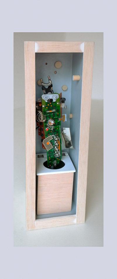 CUCARACHO C - 40,6x13,7x13,6 cm - Reciclaje y Ensamblado - Serie Sociedad Anónima - Proyecto S.O.S.tenible - 2016 - Gata de Gorgos.