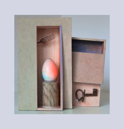 DE DENTRO A - 42,5x41x12 cm - Reciclaje y Ensamblado - Serie Poemas Visuales - Proyecto S.O.Stenible - 2013 - Gata de Gorgos.
