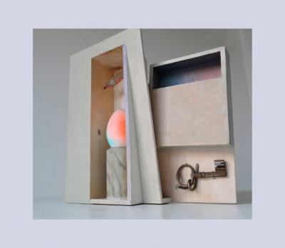 DE DENTRO C - 42,5x41x12 cm - Reciclaje y Ensamblado - Serie Poemas Visuales - Proyecto S.O.Stenible - 2013 - Gata de Gorgos.