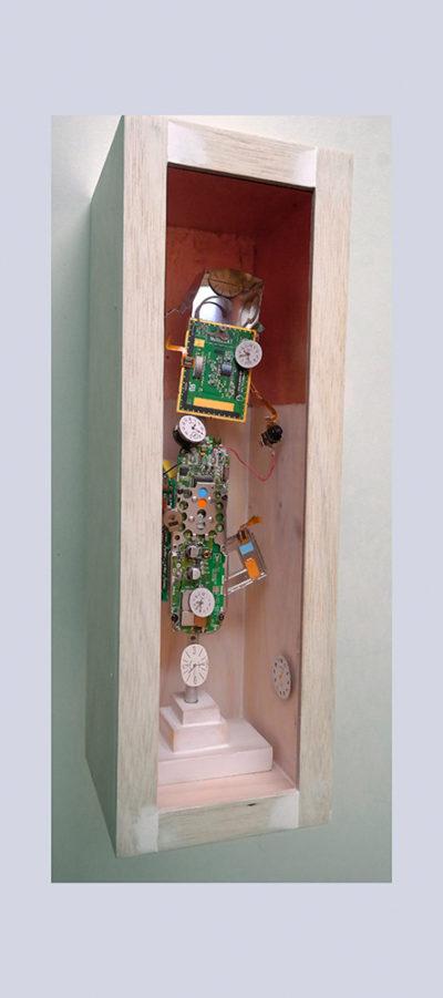 EJECAUTIVO B - 40.6x13.7x13,6 cm - Reciclaje y Ensamblado - Serie Sociedad Anónima - Proyecto S.O.S.tenible - 2016 - Gata de Gorgos.