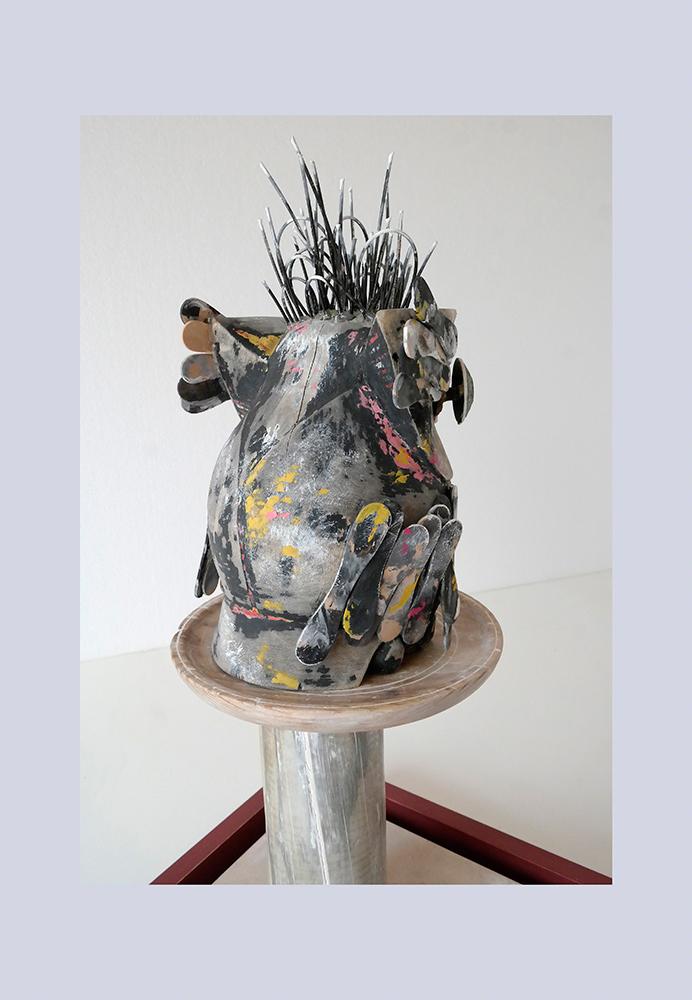 ESPECIE PROTEGIDA E - Buho 2º 55x31,6x27,3 cm - Oleo Reciclaje y ensamblado - Serie Animalario - Proyecto S.O.S.tenible - 2012 - Gata de Gorgos.