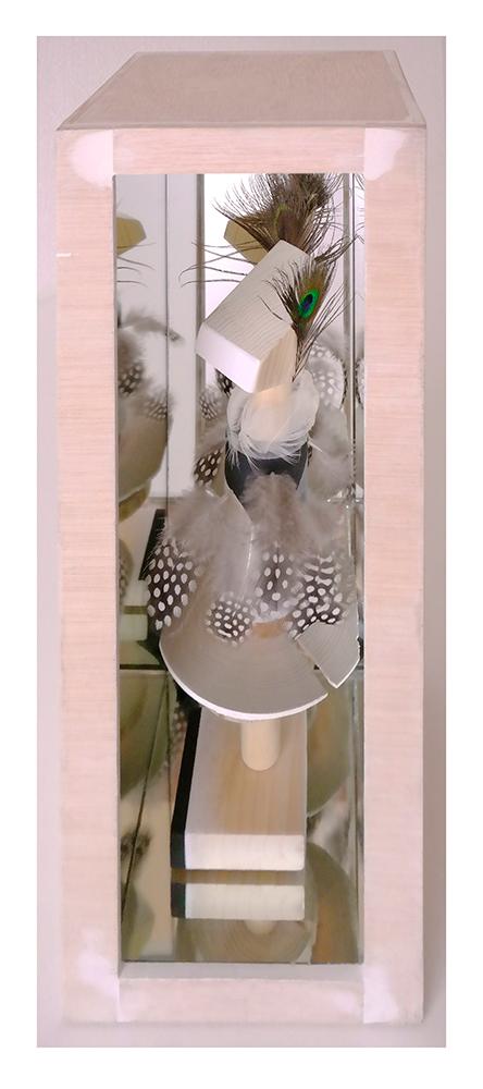 FASHION VICTIM A - 40'5x13'6x14'7 cm - Reciclaje y ensamblado - Serie Sociedad Anónima - Proyecto S.O.S.tenible - 2017 - Gata de Gorgos.