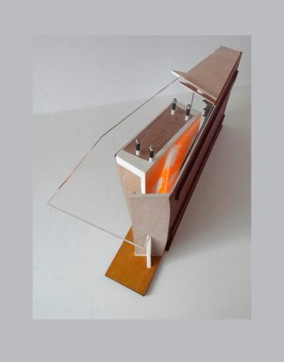 GUANTES BLANCOS B - 43x92x19,5 cm - Reciclaje y Ensamblado - Serie Sociedad Anónima - Proyecto S.O.S.tenible - 2013 - Gata de Gorgos.