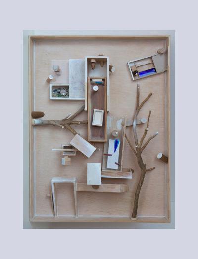 JUEGOS DE INFANCIA A - 102x75x19 cm - Reciclaje y Ensamblado - Serie Poemas Visuales - Proyecto S.O.S.tenible - 2013 - Gata de Gorgos.