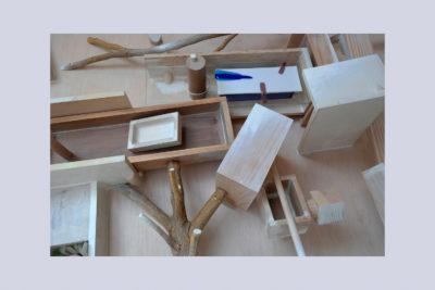 JUEGOS DE INFANCIA B - 102x75x19 cm - Reciclaje y Ensamblado - Serie Poemas Visuales - Proyecto S.O.S.tenible - 2013 - Gata de Gorgos.