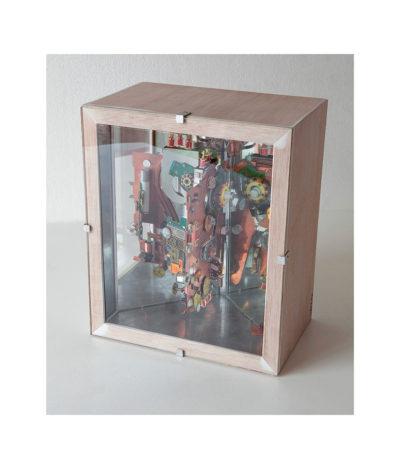 JUSTICIA A TESLA A - 33x17,8x19,5 cm - Reciclaje y Ensamblado - Serie Sociedad Anónima - Proyecto S.O.S.tenible - 2016 - Gata de Gorgos.