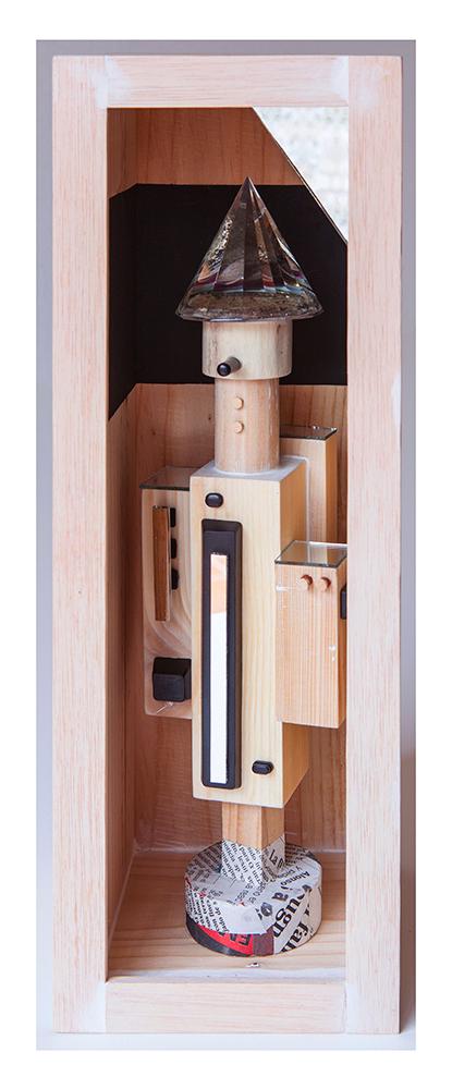 MENTIROSIONAL A - 40'5x13'61x14'7 cm - Reciclaje y ensamblado - Serie Sociedad Anónima - Proyecto S.O.S.tenible - 2017 - Gata de Gorgos.
