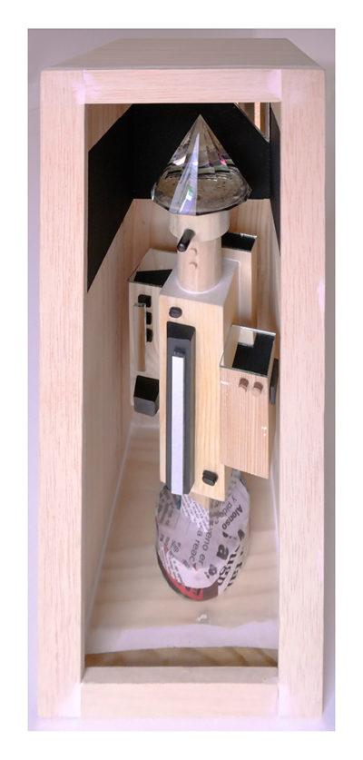 MENTIROSIONAL B - 40'5x13'61x14'7 cm - Reciclaje y ensamblado - Serie Sociedad Anónima - Proyecto S.O.S.tenible - 2017 - Gata de Gorgos.