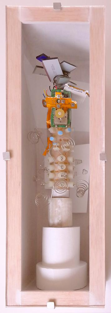 MOVILADICTO D - 40'5x13'61x14'7 cm - Reciclaje y ensamblado - Serie Sociedad Anónima - Proyecto S.O.S.tenible - 2017 - Gata de Gorgos.