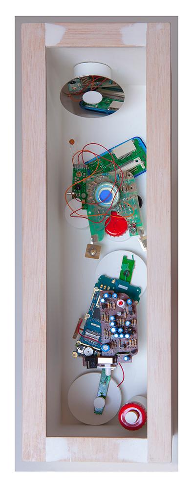 NIÑA BONITA A - 40'5x13'5x14'5 cm - Reciclaje y ensamblado - Serie Sociedad Anónima - Proyecto S.O.S.tenible - 2017 - Gata de Gorgos.