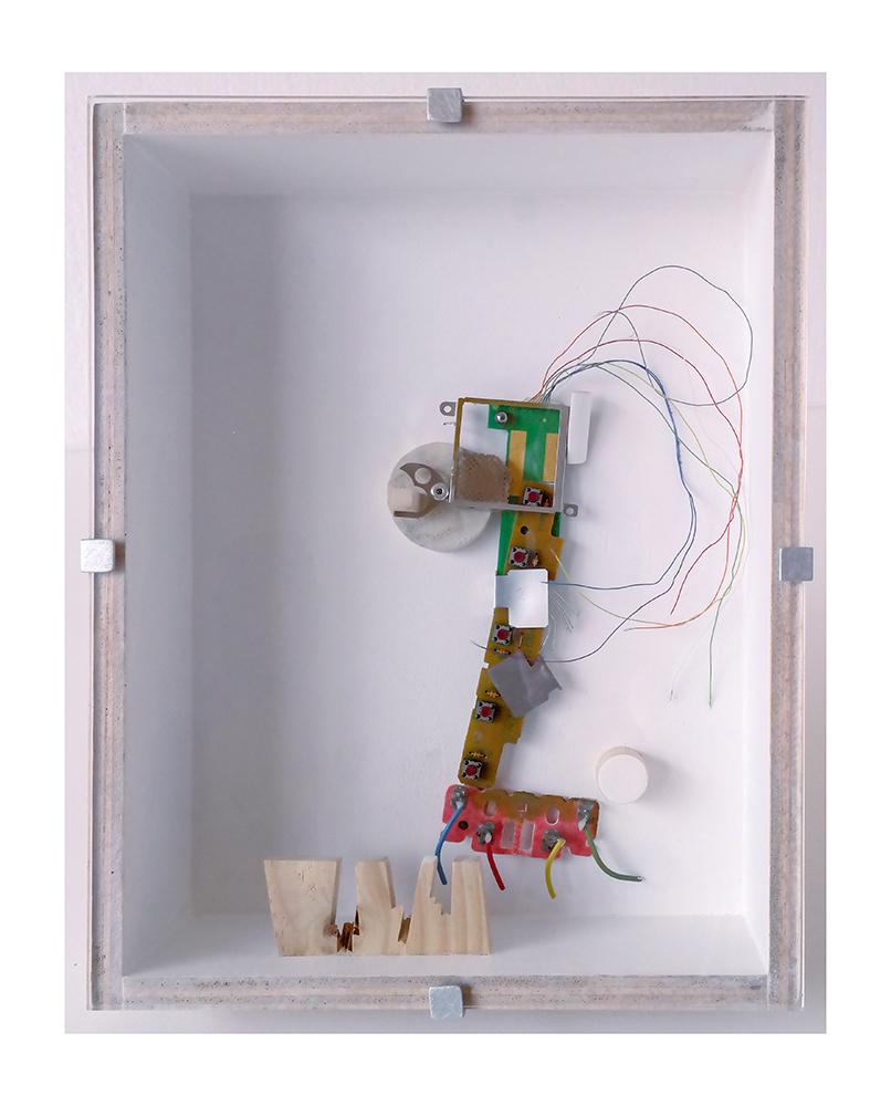 """PERRIRAFA B - 27'4x21'5x9 cm - Reciclaje y ensamblado - Serie Animalario - Proyecto S.O.S.tenible - Políptico """"Robotifauna"""" de 9 piezas - 2017 - Gata de Gorgos."""