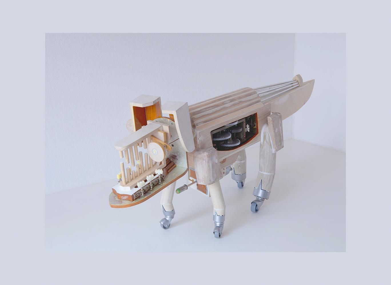 PERRODRILO A - 46x119x23 cm - Reciclaje y Ensamblado - Serie Animalario - Proyecto S.O.S.tenible - 2013 - Gata de Gorgos.
