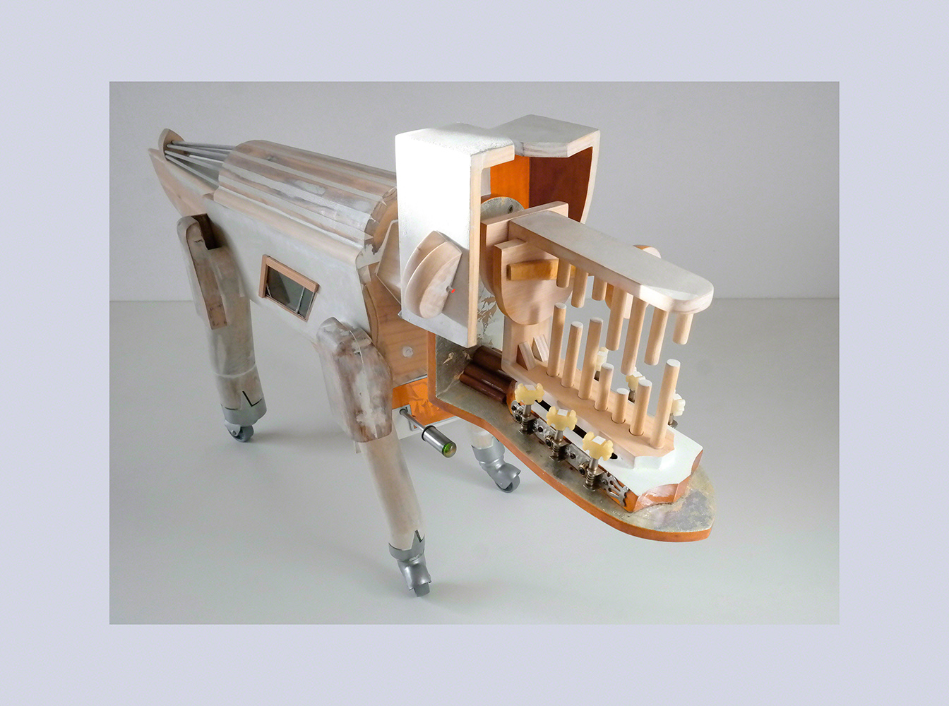 PERRODRILO C - 46x119x23 cm - Reciclaje y Ensamblado - Serie Animalario - Proyecto S.O.S.tenible - 2013 - Gata de Gorgos.