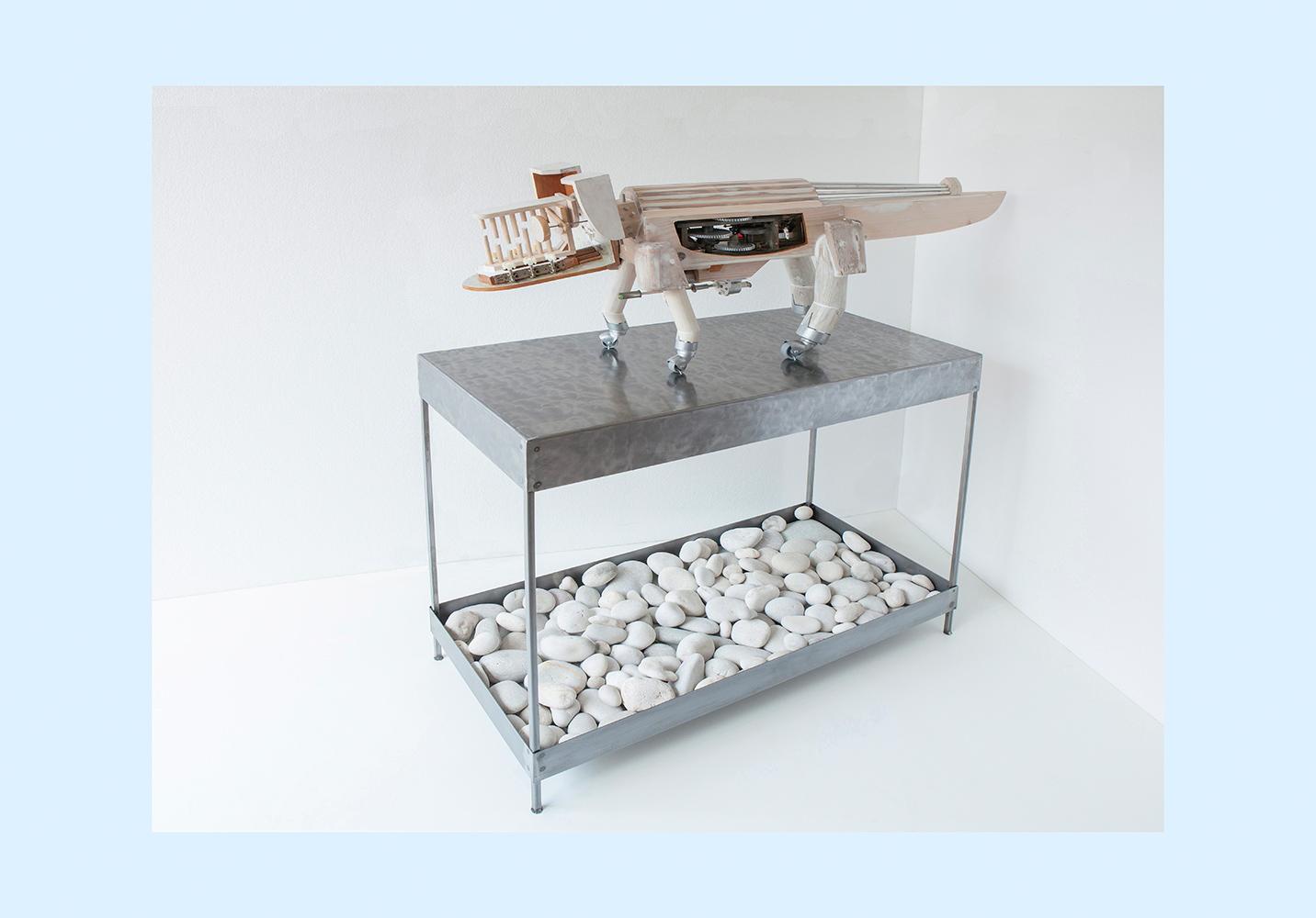 PERRODRILO F PEDESTAL - 80x96x44 cm - Reciclaje y Ensamblado - Serie Animalario - Proyecto S.O.S.tenible - 2013 - Gata de Gorgos.