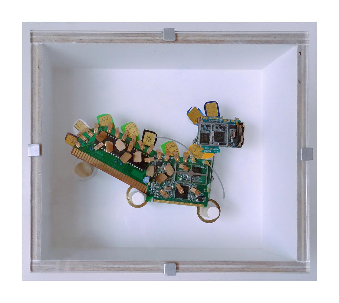 """PERRO,PERRO C - 20x24x9 cm - Reciclaje y ensamblado - Serie Animalario - Proyecto S.O.S.tenible - Políptico """"Robotifauna"""" de 9 piezas - 2017 - Gata de Gorgos."""