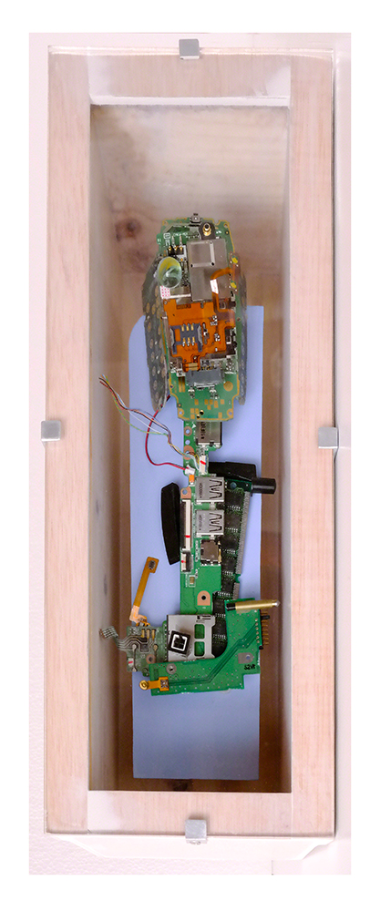 PRIMERMUNDISTA C - 40'5x14'8x14'5 cm - Reciclaje y ensamblado - Serie Sociedad Anónima - Proyecto S.O.S.tenible - 2017 - Gata de Gorgos.