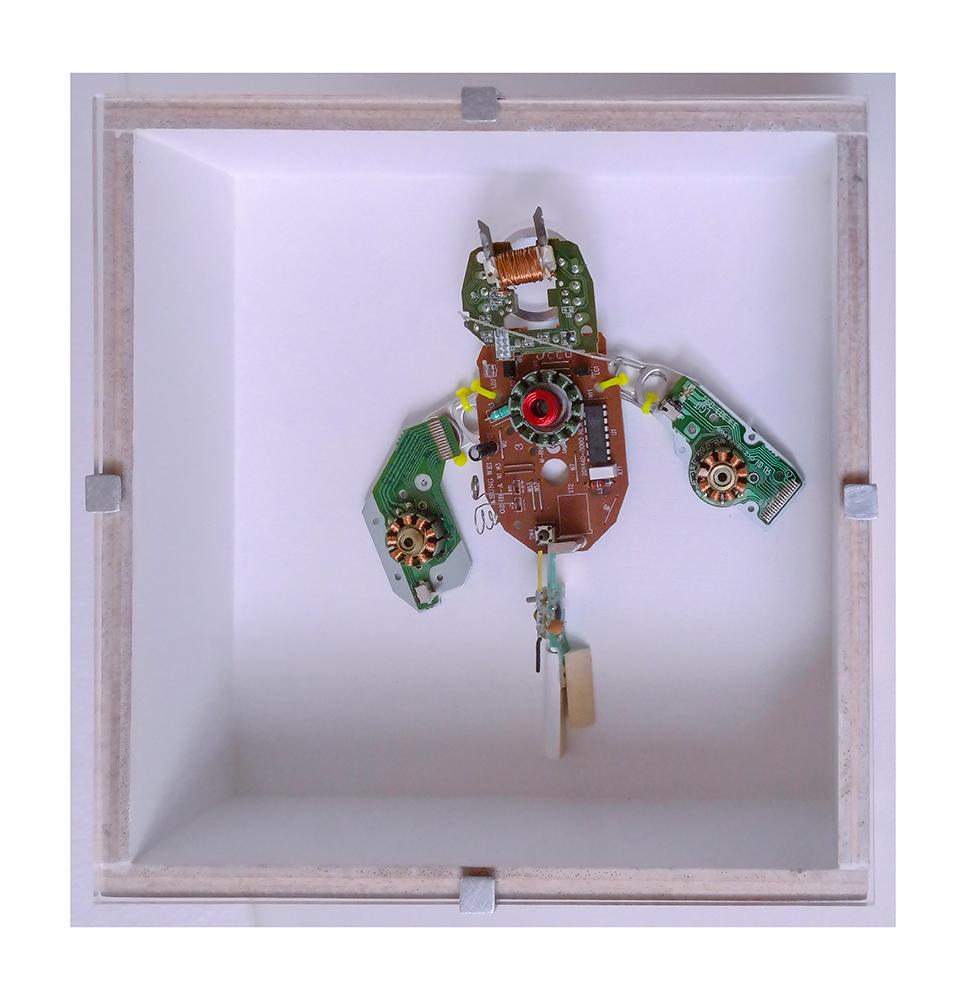 """ROTORTUGA C - 22'9x22'9x9 cm - Reciclaje y ensamblado - Serie Animalario - Proyecto S.O.S.tenible - Políptico """"Robotifauna"""" de 9 piezas - 2017 - Gata de Gorgos."""