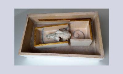 SECCION DORADA B - 44,3x26,7x11,7 cm - Reciclaje y Ensamblado - Serie Poemas Visuales - Proyecto S.O.S.tenible - 2012 - Gata de Gorgos.