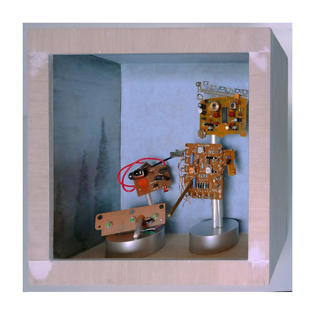 SOLEDAD B - 24x26x13 cm - Reciclaje y ensamblado - Serie Sociedad Anónima - Proyecto S.O.S.tenible - 2017 - Gata de Gorgos.