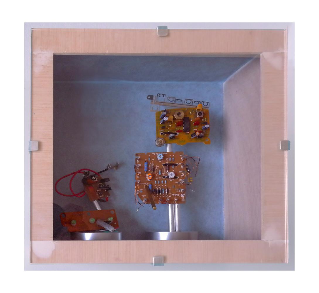 SOLEDAD C - 24x26x13 cm - Reciclaje y ensamblado - Serie Sociedad Anónima - Proyecto S.O.S.tenible - 2017 - Gata de Gorgos.