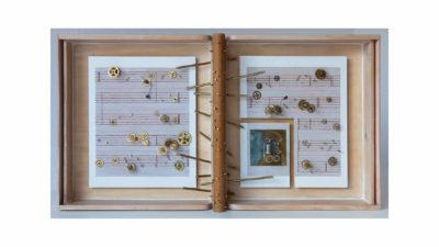 VIEJA MELODIA A - 46,5x85,8x13 cm - Reciclaje y Ensamblado - Serie Poemas Visuales - Proyecto S.O.S.tenible - 2012 - Gata de Gorgos.