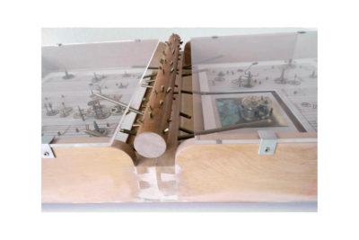 VIEJA MELODIA C - 46,5x85,8x13 cm - Reciclaje y Ensamblado - Serie Poemas Visuales - Proyecto S.O.S.tenible - 2012 - Gata de Gorgos.