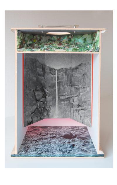 VOZ DEL MANANTIAL A - 78'5x48'5x40 cm - Reciclaje y ensamblado - Serie Poemas Visuales - Proyecto S.O.S.tenible - 2017 - Gata de Gorgos.