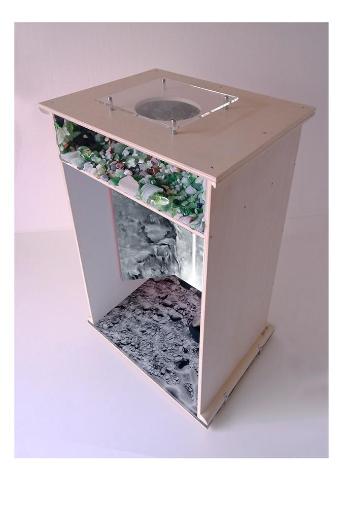 VOZ DEL MANANTIAL B - 78'5x48'5x40 cm - Reciclaje y ensamblado - Serie Poemas Visuales - Proyecto S.O.S.tenible - 2017 - Gata de Gorgos.