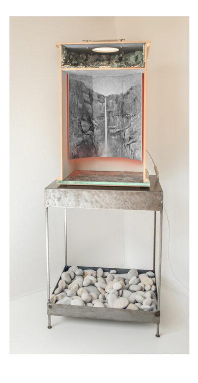 VOZ DEL MANANTIAL D - 78'5x48'5x40 cm - Reciclaje y ensamblado - Serie Poemas Visuales - Proyecto S.O.S.tenible - 2017 - Gata de Gorgos.