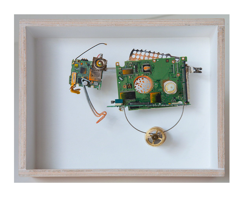 """ANIMAL DE CARGA A - 21'5x27'3x9 cm - Reciclaje y ensamblado - Serie Animalario - Proyecto S.O.S.tenible - Políptico """"Robotifauna"""" de 9 piezas - 2017 - Gata de Gorgos."""