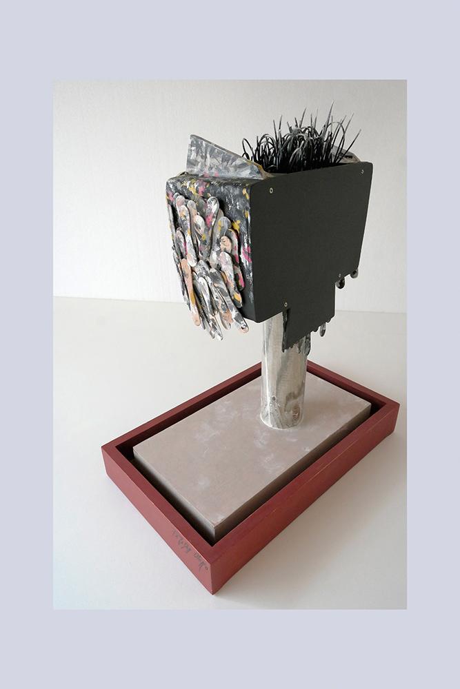 ESPECIE PROTEGIDA B - Buho 1º 58x47,5x27,3 cm - Oleo Reciclaje y ensamblado - Serie Animalario - Proyecto S.O.S.tenible - 2012 - Gata de Gorgos.