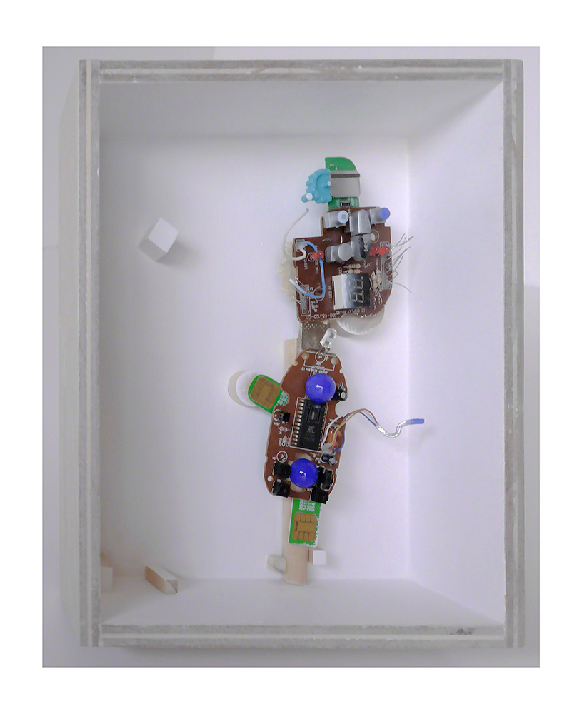 """GATO SEÑORITO B - 23'9x20x9 cm - Reciclaje y ensamblado - Serie Animalario - Proyecto S.O.S.tenible - Políptico """"Robotifauna"""" de 9 piezas - 2017 - Gata de Gorgos."""