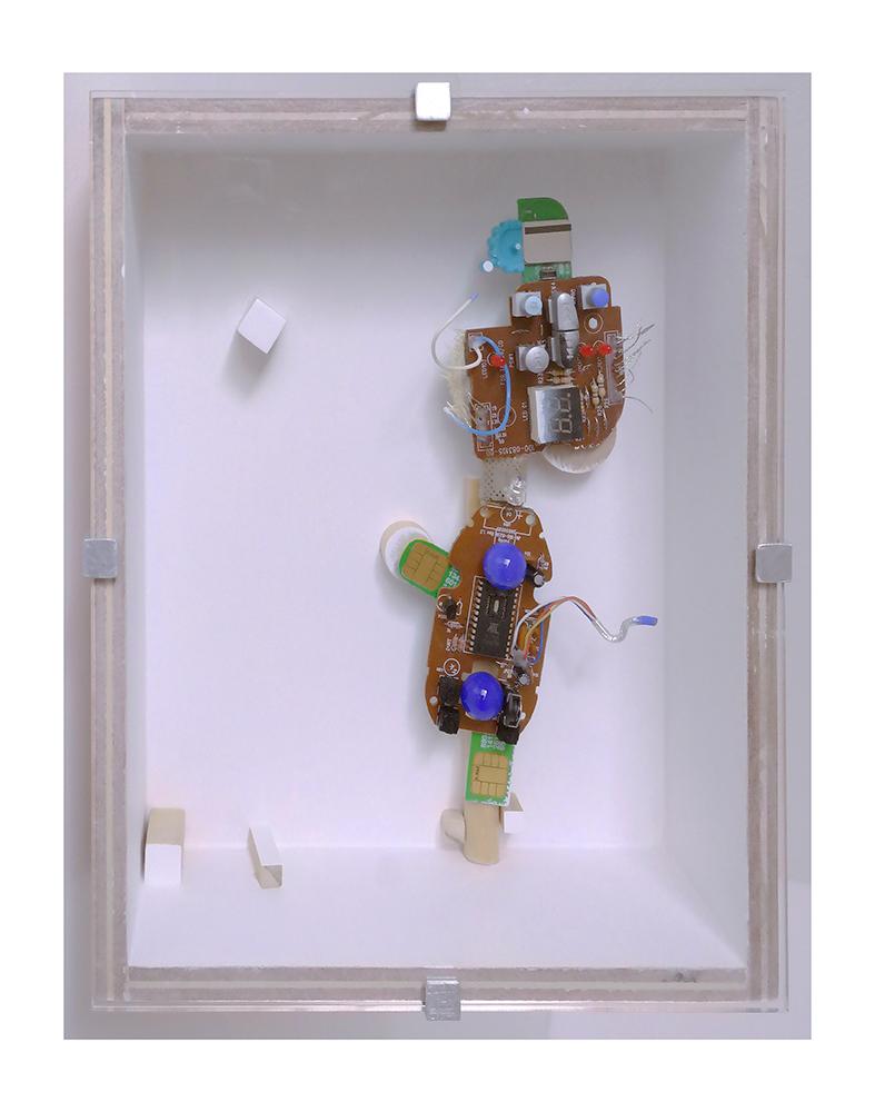 """GATO SEÑORITO C - 23'9x20x9 cm - Reciclaje y ensamblado - Serie Animalario - Proyecto S.O.S.tenible - Políptico """"Robotifauna"""" de 9 piezas - 2017 - Gata de Gorgos."""