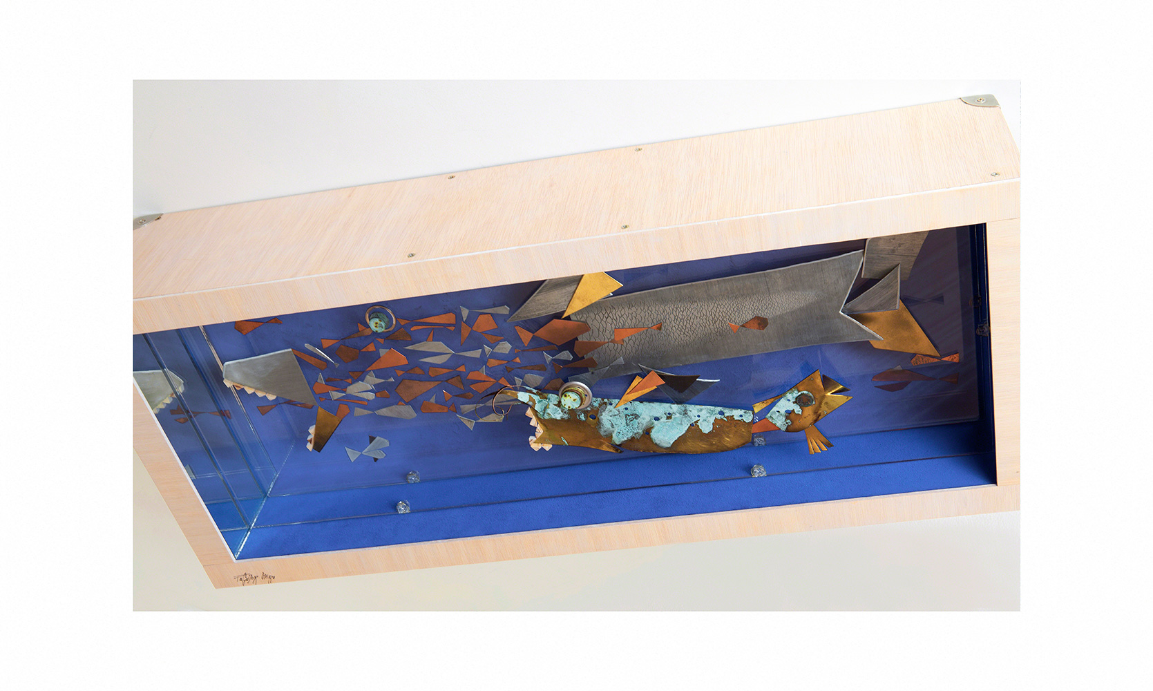 PISCINA CON PELIGRO A - 34x86x16,5 cm - Reciclaje y Ensamblado - Serie Animalario - Proyecto S.O.S.tenible - 2016 - Gata de Gorgos.